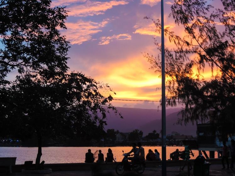 kampot highstreet sunset.jpg