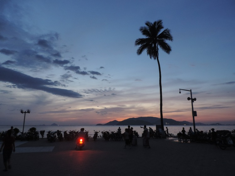 Nha Trand sunrise beach.jpg