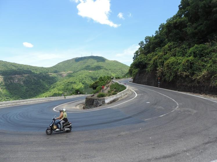 Road Hai Van Pass.jpg
