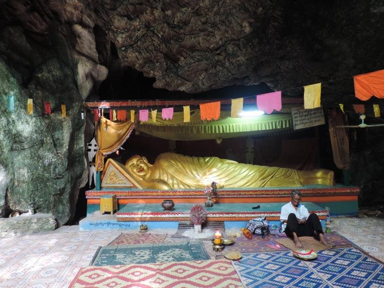Killing caves reclining buddha.jpg